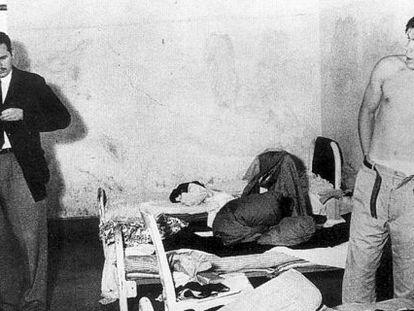 Castro (izq) y el Che en cárcel tras ser detenidos en 1956, en México.