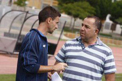 El técnico Castillejo y el director deportivo Alsina.