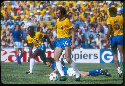 Falcao durante el encuentro Italia-Brasil del Mundial de España.