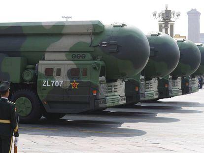 Misíles balísticos intercontinentales DF-41 chinos en el desfile por el 70º aniversario de la creación de la República Popular, en Pekín.