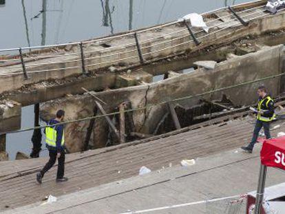 Las autoridades coinciden en que fue un  fallo estructural  en la construcción del muelle pero discrepan sobre quién debía vigilarlo