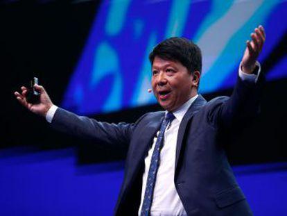 El responsable de la compañía china ironiza contra Donald Trump en el MWC
