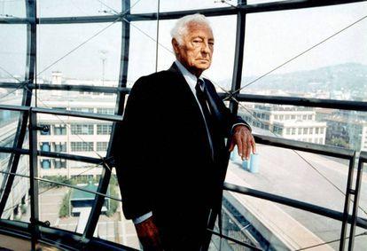 Gianni Agnell posa en Milán en 1999, cuando tenía 78 años.