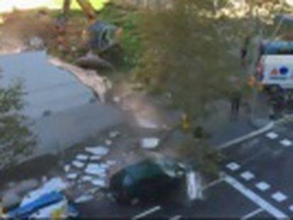 El seguro lo tasó en 380 euros por siniestro total y el informe de la Guàrdia Urbana de Barcelona lo atribuía a la caída accidental de un pilón... Cinco meses después vio lo sucedido en un vídeo en la Red.