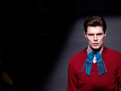 Un modelo exhibe un conjunto de Brain & Beast, en el salón de la Moda 080 Barcelona Fashion.