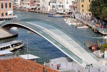 Puente sobre el Gran Canal de Venecia.