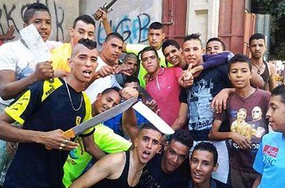 Miembros de una banda juvenil marroquí en una imagen de Facebook