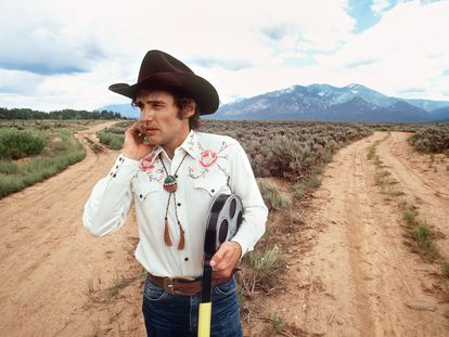 Dennis Hopper en Taos (Nuevo México) en la época en la que editó en su rancho de allí 'La última película'.