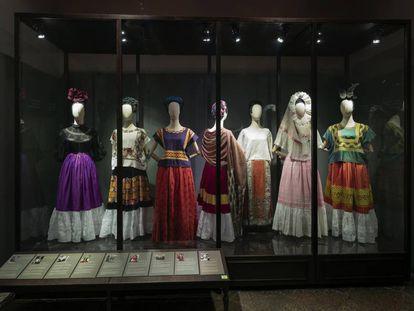 Vista de la exposición 'Las apariencias engañan', en el Museo Frida Kahlo de Ciudad de México.