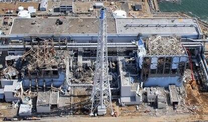 Imagen aérea de la central de Fukushima Daiichi el 24 de marzo de 2011, un mes después del tsunami.