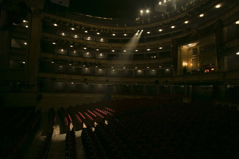 Patio de butacas del Teatro Real de Madrid, sin público.