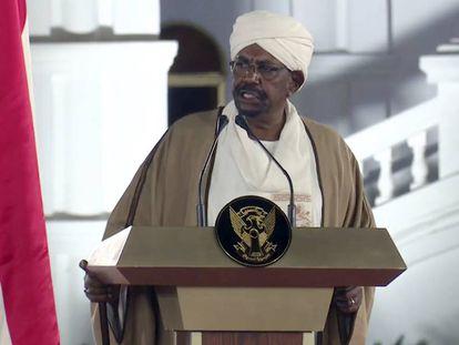 El presidente sudanés, Omar al Bashir, este viernes en el palacio presidencial, en Jartum.