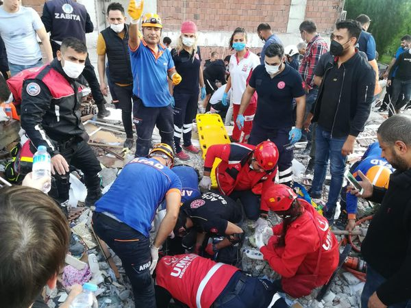 Rescuers search for survivors at a collapsed building after a powerful earthquake struck Turkey's western coast and parts of Greece, in Izmir, on October 30, 2020. - A powerful earthquake hit Turkey and Greece on October 30, killing at least six people, levelling buildings and creating a sea surge that flooded streets near the Turkish resort city of Izmir. (Photo by - / IHLAS NEWS AGENCY / AFP) / Turkey OUT