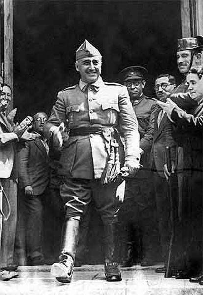 Franco, acompañado del general Mola el 1 de octubre de 1936 en Burgos, tras ser proclamado jefe del Estado.