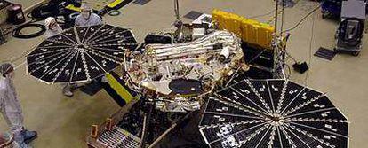 Montaje de la sonda espacial <i>Phoenix</i> de exploración de Marte en los talleres de Lockheed Martin.