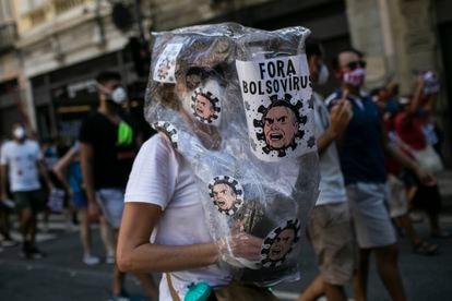 Una manifestante antibolsonarista este sábado en Río de Janeiro.