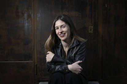 La escritora Nuria Labari, en una cafetería de Madrid.