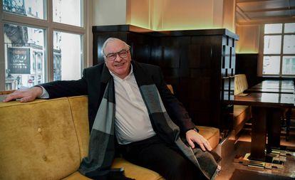 Didier Decoin posa ayer en París tras ser elegido como nuevo presidente de la Academia Goncourt.
