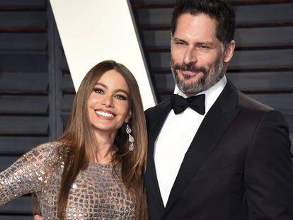 Sofia Vergara y su marido, Joe Manganiello, en la fiesta de los Oscar de la revista 'Vanity Fair' en 2017.