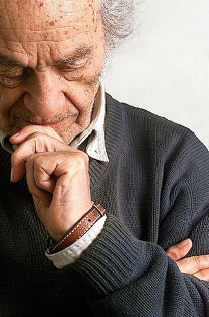 El poeta chileno Nicanor Parra, ganador del Premio Cervantes, ha llegado a su centenario en vida en su casa de Las Cruces.