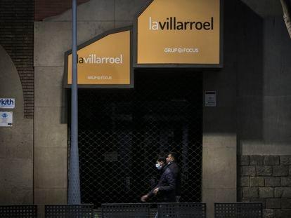 La Sala Villarroel de Barcelona cerrada a causa de la epidemia de coronavirus.