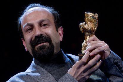 El director de la película iraní <i>Nader y Simin. Una Separación</i>, Asghar Farhadi, recoge el Oso de oro de la Berlinale