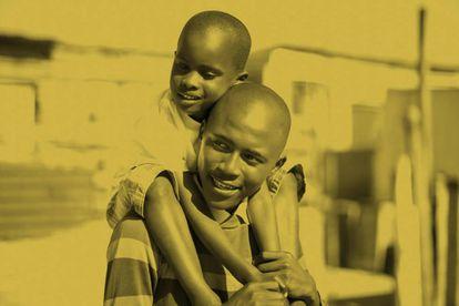 En muchos países africanos los padres han estado tradicionalmente ausentes de la logística en cuanto a crianza y educación de sus hijos.