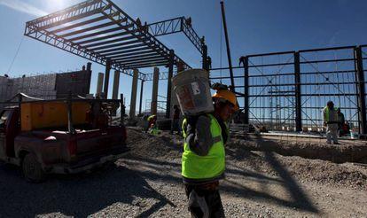 Un empleado en una construcción en Ciudad Juárez.