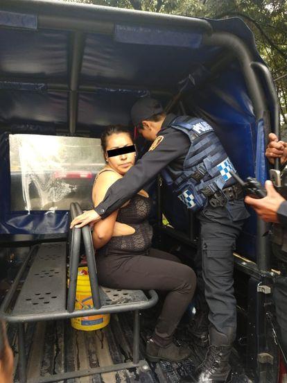 Una mujer fue detenida por autoridades de la Secretaría de Seguridad Ciudadana (SSC), luego de registrarse disparos de armas de fuego en un centro comercial ubicado al sur de la capital.