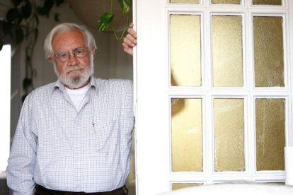 El poeta Tomás Segovia.