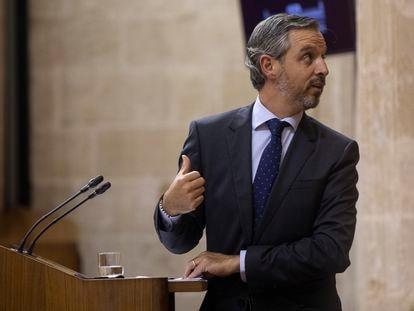 El consejero de Hacienda, Juan Bravo, durante su comparecencia en el Parlamento andaluz donde se ha aprobado la nueva ley de Tributos Cedidos.