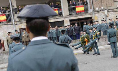 Desfile de la Guardia Civil en el cuartel de Intxaurrondo (San Sebastián).