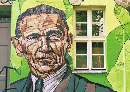 Grafiti representando a Otto Weidt en la entrada del Museo Otto Weidt en Berlín.