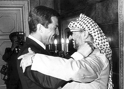 Septiembre de 1979. Adolfo Suárez recibe a Yasir Arafat en el Palacio de la Moncloa, en su primera visita a España.