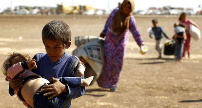 Una familia de kurdos sirios en Suruc.