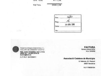 Las 65 facturas que Xavier Solà (arriba) emitió el 29 de diciembre del 2009 a la ACM son muy parecidas, tanto en conceptos como en importe, con las que Lluís Tresserres (abajo) giró un año y medio antes a la entidad municipalista en la que su primo se encargaba de los pagos.