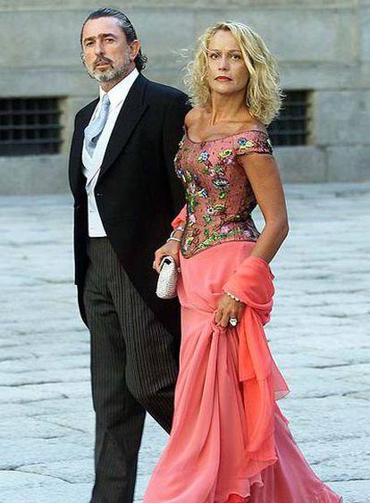 Francisco Correa, con su entonces esposa, María del Carmen Rodríguez, en la boda de la hija de Aznar.