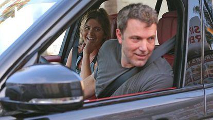 El actor Ben Affleck y la modelo Shauna Sexton en Santa Mónica, EE UU, el pasado domingo.