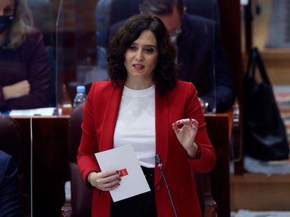 La presidenta de la Comunidad de Madrid Isabel Díaz Ayuso, durante el pleno de la Asamblea de Madrid este jueves.
