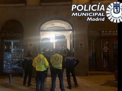La Policía Municipal desaloja dos fiestas ilegales en el centro de Madrid el pasado 2 de febrero.