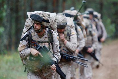 Miembros de la Infantería de Marina española en unas maniobras de la OTAN en Letonia.