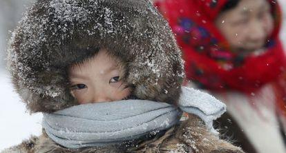 Un niño de la etnia Nenets en la ciudad de Nadym, a 2.500 kilómetros al noreste de Moscú.