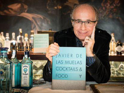 El coctelero Javier de las Muelas durante la presentación de su nuevo libro.