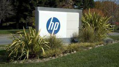 Fotografía en la que se observa un aviso de la compañía Hewlett Packard en sus oficinas principales de Palo Alto, California (EE.UU.). EFE/Archivo