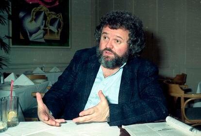 El director de fotografía Allen Daviau, en 1990.