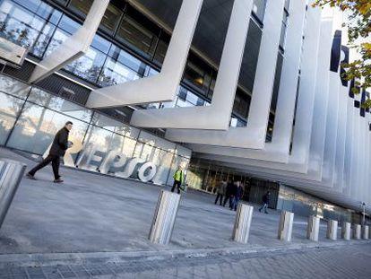 Vista de la sede social de Repsol en la calle Méndez Álvaro, en Madrid.