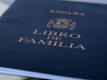 Un libro de familia, documento que ahora desaparece.