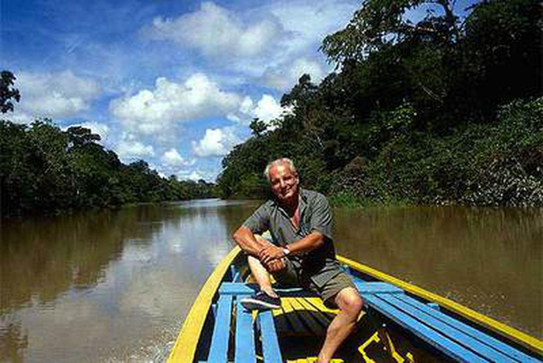El periodista y escritor Javier Reverte (Madrid, 1944), durante su viaje al Amazonas en 2003.