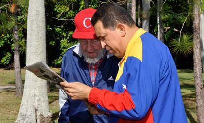 Fidel Castro y Hugo Chávez en junio de 2011, cuando se le detectó el cáncer.