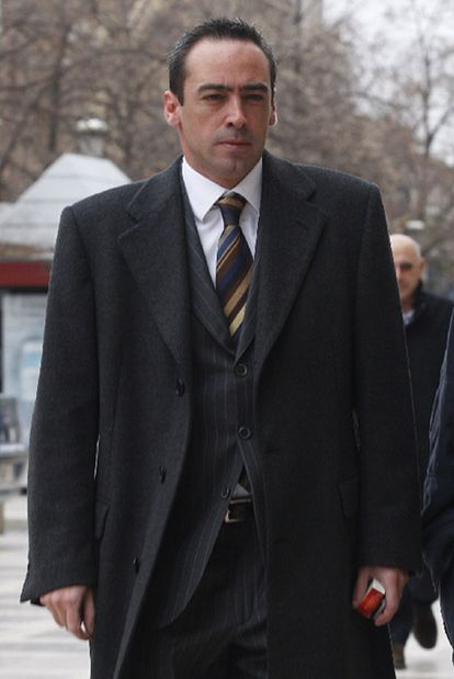 Francisco Javier de Urquía, en 2009, ante la sede del TSJA.